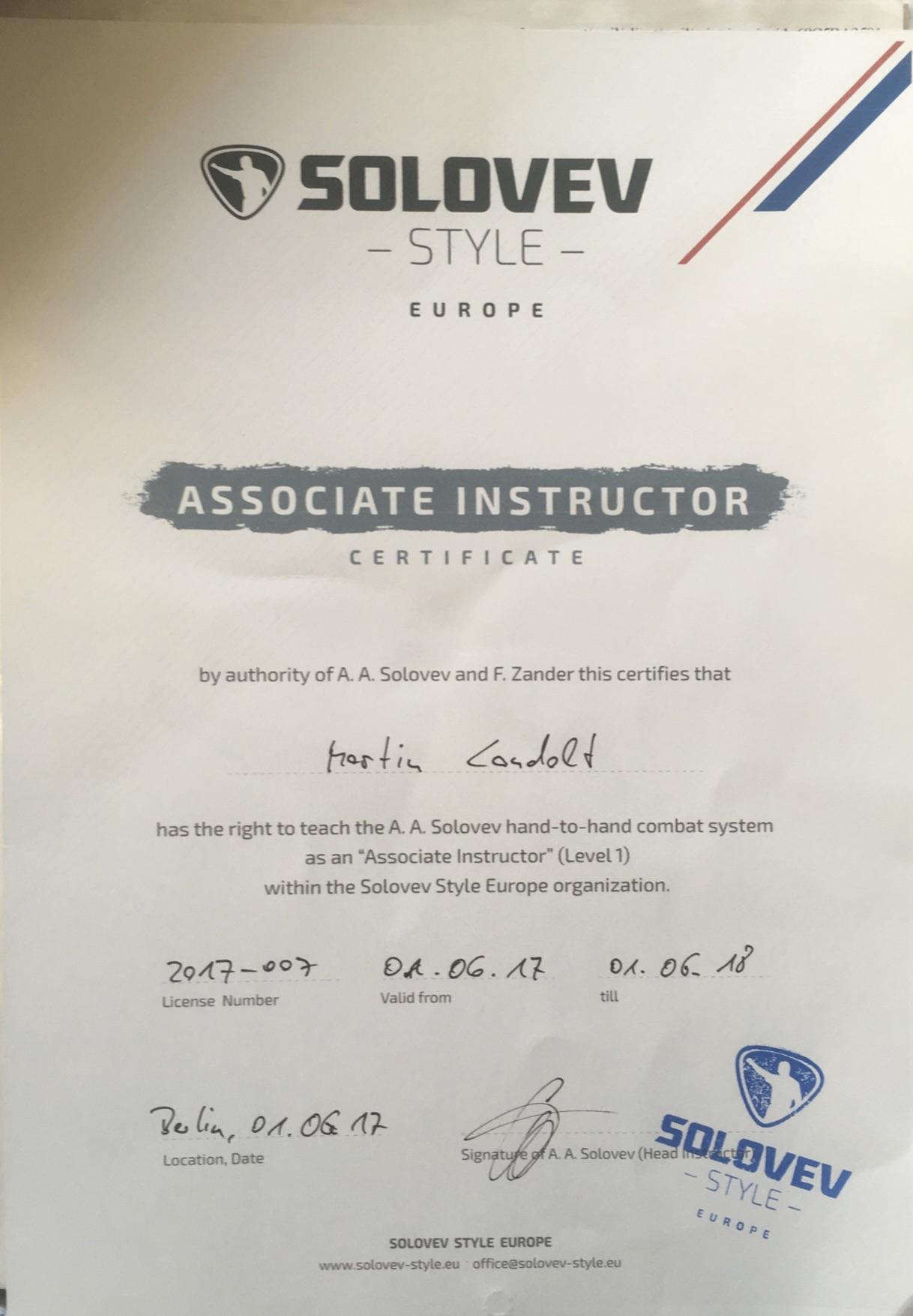 das Bild zeigt das Zertifikat des Trainers